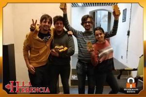 equipo- sudaderaAmarilla -escape-room-Badajoz-LaHerencia - copia
